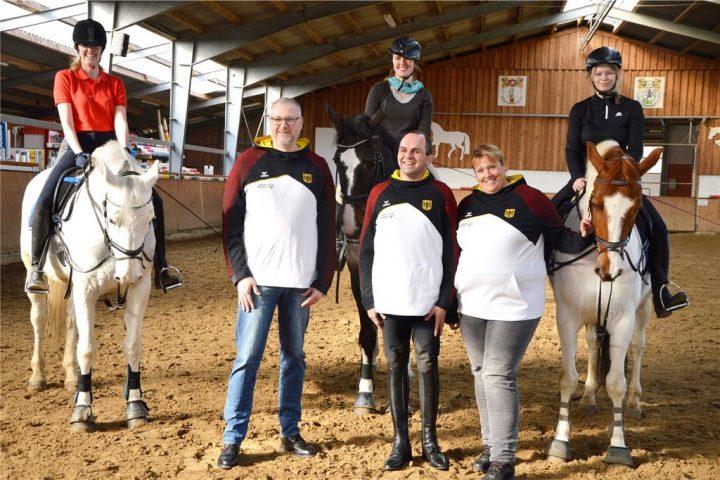 Am 8. März fliegt Christian Jansen (M.) gemeinsam mit Arndt Holsträter und Uta Deutschländer nach Abu Dhabi. Dort wird er zum ersten Mal an den Special Olympics teilnehmen. © Mersch