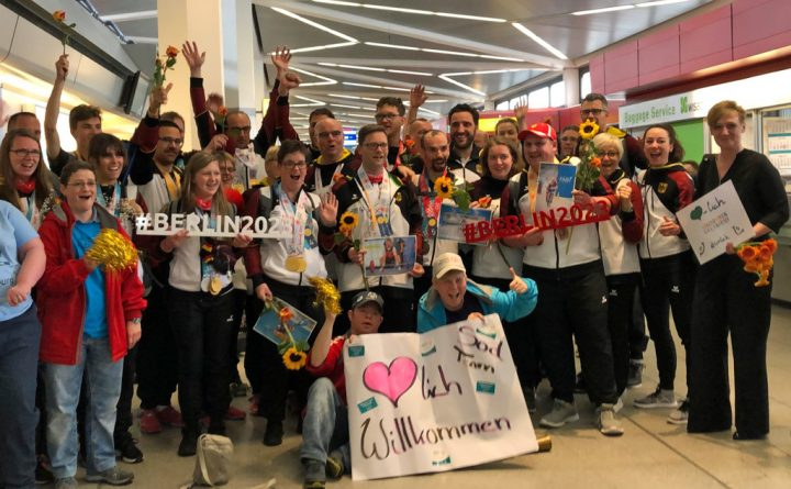 Herzlicher Empfang in Berlin-Tegel für die 15 Berlin-Brandenburger Sportlerinnen und Sportler, Trainer und das SOD-Team. Foto: SOD