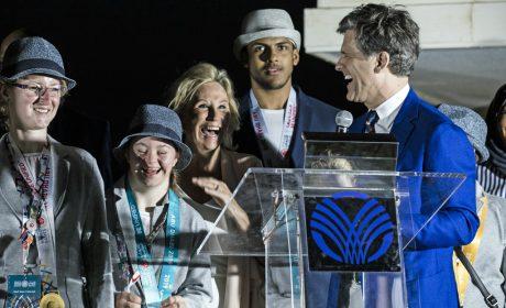 Timothy Shriver und Donna de Varona (SOI)mit den Medaillengewinnern Inka Thun (Gold Reiten), Lara Holzmüller (Silber Judo) und Samuel Dietz (Gold Judo). - SOD/Stefan